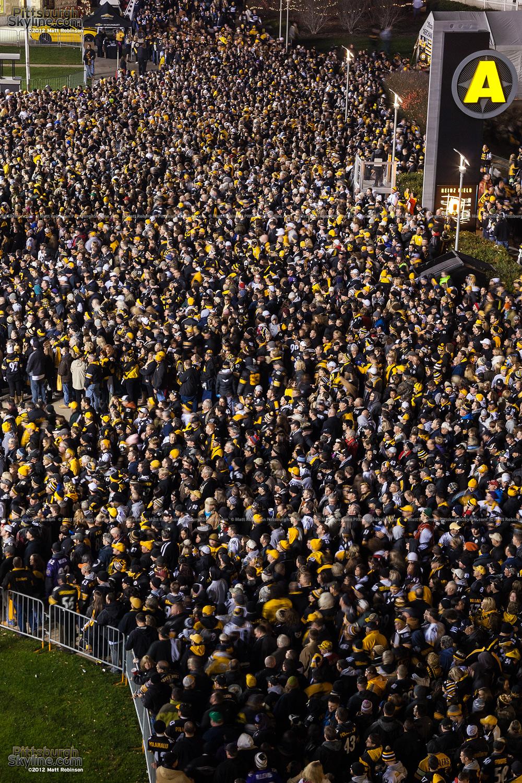 A sea of people enter Heinz Field