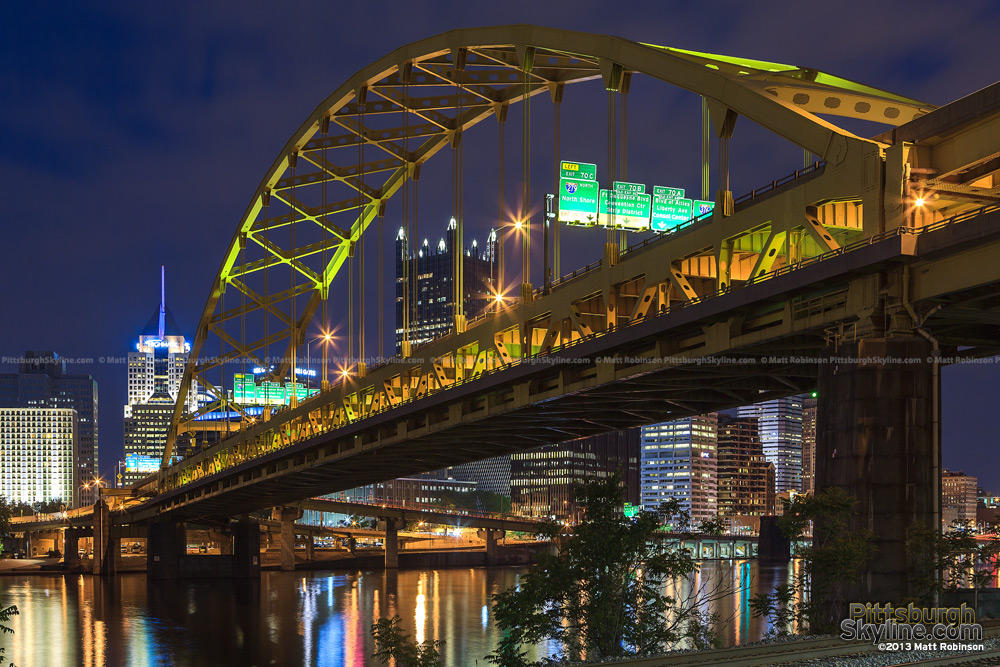 The Fort Pitt Bridge at night