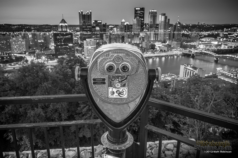 Black and White Pittsburgh with sightseeing viewfinder