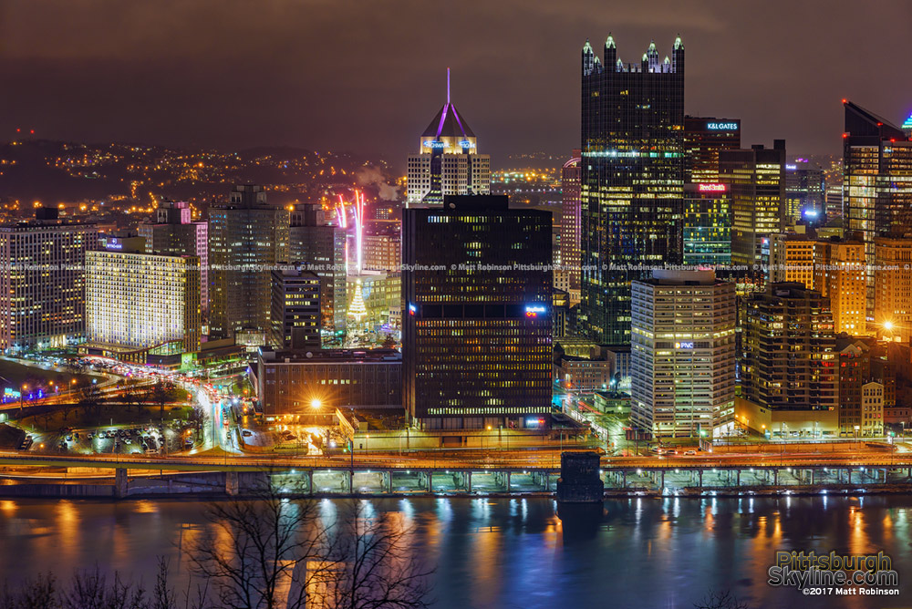 Pittsburgh fireworks ring in the New Year 2017