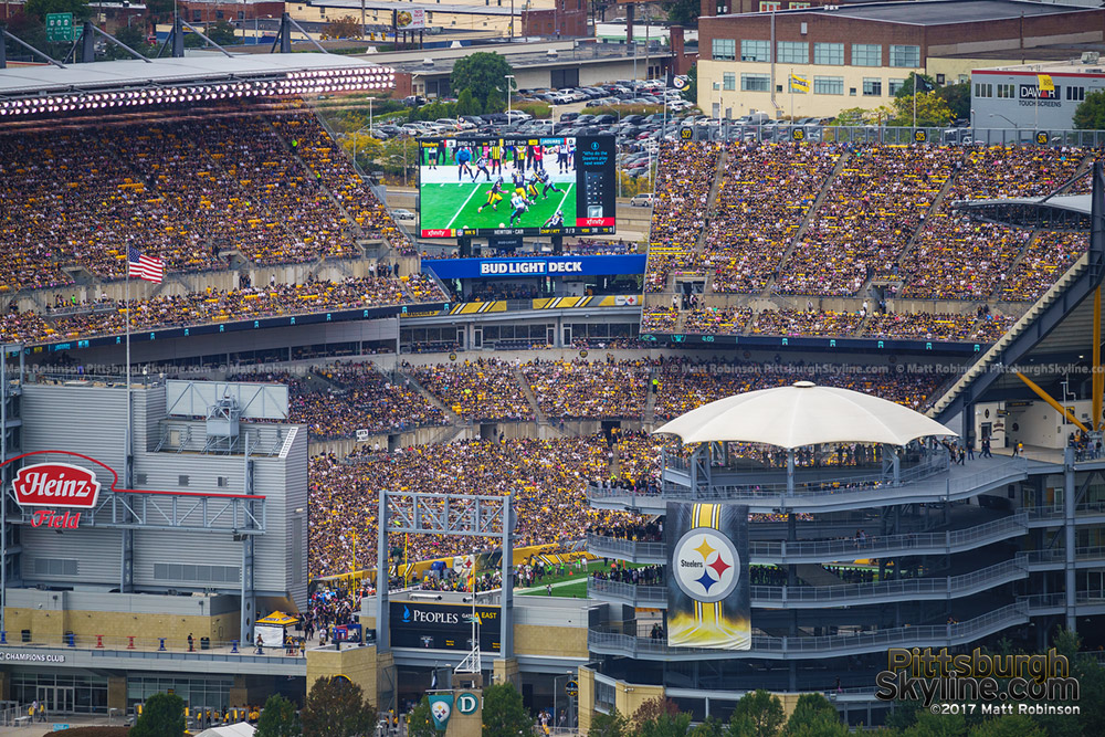 Steelers crowd at Heinz Field from PPG Place